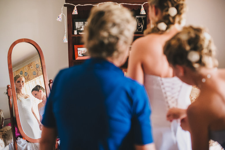 Perth wedding, putting on dress