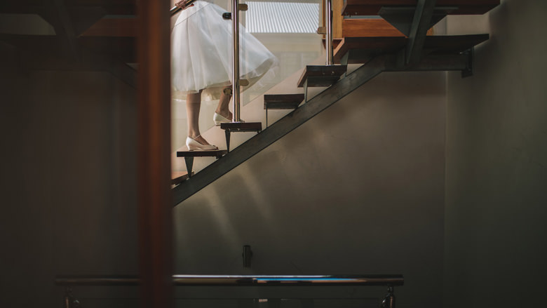 creative frematle wedding photography, glimpse bride, wedding dress